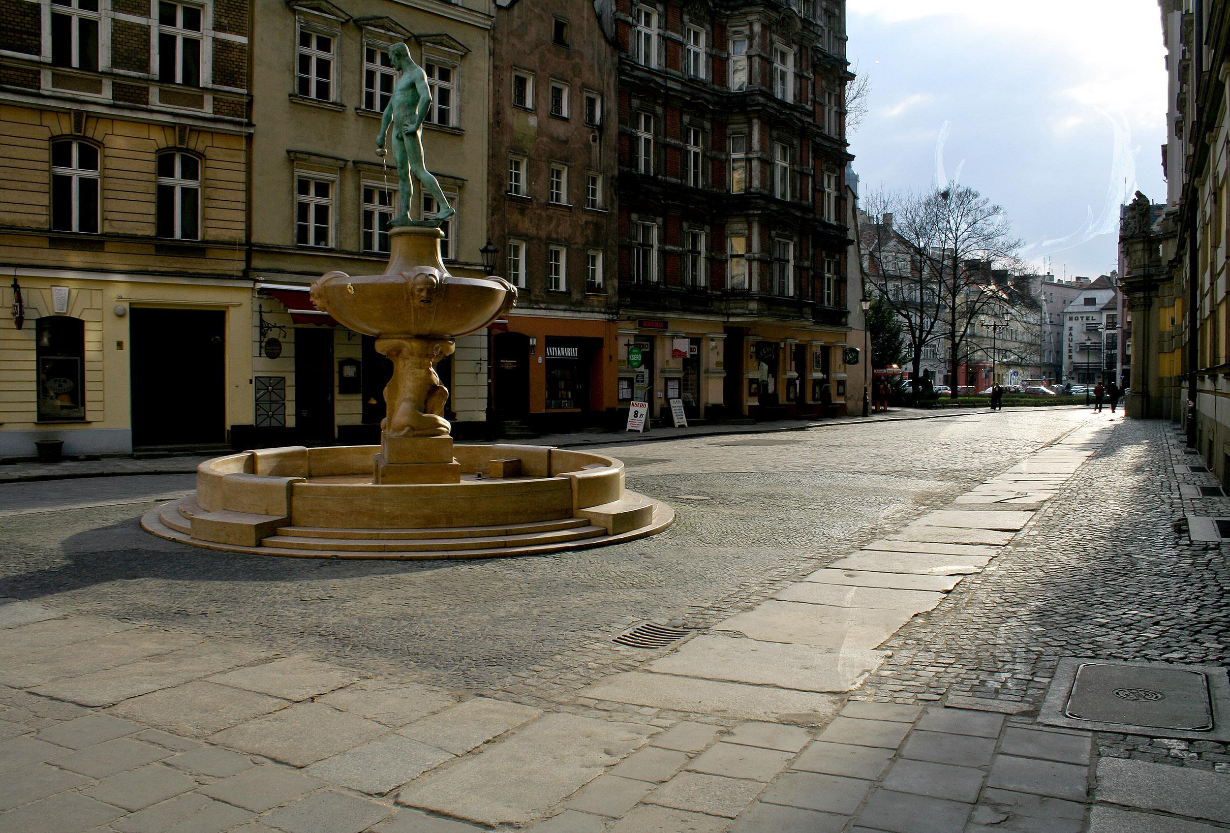 MWD 4; Contest; Street; Fountain; Statue